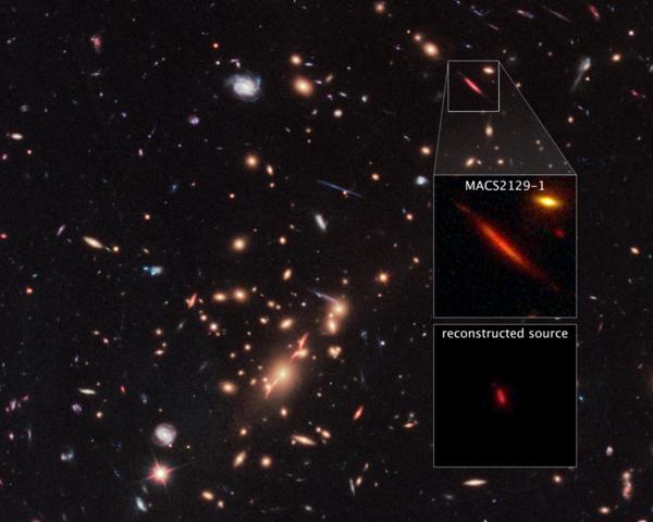 تعمل المجرّة الضخمة MACS J2129-0741 كتليسكوب طبيعي، حيث تقوم جاذبيتها بتكبير المجرّة البعيدة MACS2129-1 وتشويهها وزيادة سطوعها. تظهر المجرّة MACS2129-1 المقرَّبة بواسطة المفعول العدسي التثاقلي gravitational lensing في المربع الصَّغير في الصورة أعلاه، وفي المربع في الوسط تظهر صورة مكبَّرة للمجرّة المقرَّبة بواسطة التعديس الثقالي. أما المربع في الأسفل فيبيِّن ما ستبدو عليه المجرّة MACS2129-1 دون الاستعانة بالتقريب الذي تُحدثه المجرّة الضخمة، وتظهر المجرّة باللون الأحمر لأنها بعيدةٌ جدًا لدرجة انزياح لونها للجزء الأحمر من الطيف.  حقوق الصورة: NASA, ESA, S. Toft (University of Copenhagen), M. Postman (STScI), and the CLASH team