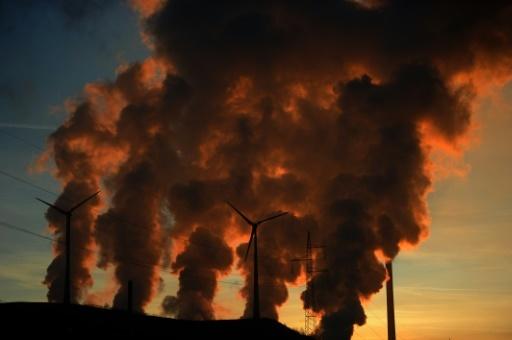 يقول خبراء المناخ أنّ الحلّ الوحيد لارتفاع درجات الحرارة هو تقليل اعتمادنا على الوقود الأحفوري.