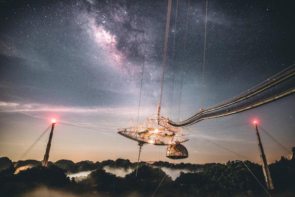 كان مرصد أريسيبو في بورتوريكو موطناً لأحد أكبر التلسكوبات الراديوية في العالم، حتى تاريخ انهياره في عام 2020. (حقوق الصورة: Arecibo Observatory)