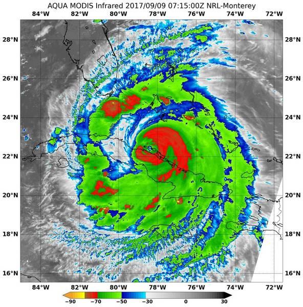 تُظهر صورة الأشعة تحت الحمراء من جهاز موديس MODIS على متن القمر الصناعي أكوا التابع لناسا درجاتِ حرارةٍ شديدةَ البرودةِ (الظاهرة باللون الأحمر) في عواصف رعدية تحيط بعين إعصار إيرما أثناء سفره على طول الساحل الشمالي فلوريدا يوم 9 سبتمبر في الساعة 3:15 صباحًا بتوقيت المنطقة الزمنية الشرقية.