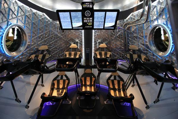 صورة من داخل كبسولة دراغون الخاصة بالطاقم حقوق الصورة: SpaceX