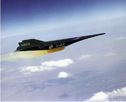 يظهر في الأعلى رسمٌ فنّيٌّ لطائرة السكرام جيت X-43A وهي طائرةٌ بدون طيّار أُطلقت من طائرة بوينغ B-52 على مقدّمة صاروخ بيغاسوس Pegasus. يدفع الصاروخ الطائرة X-43 إلى حدود الـ 7 ماخ وحينها تنفصل الطائرة عن الصاروخ وتتابع طيرانها باستخدام منظومة الدفع الخاصّة بها. وقد أثبتت الطائرة X-43A نجاح منظومة الدفع الخاصّة بالسكرام جيت في آذار/مارس من عام 2004