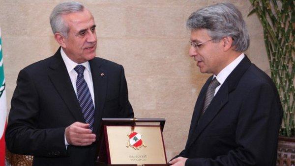 زار السيد حلو لبنان في تشرين الثاني/نوفمبر 2011، حيث قدم له الرئيس اللبناني حينها ميشال سليمان درع رئاسة الجمهورية