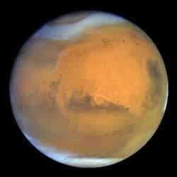 نسبة غير كافية من تأثير البيت الزجاجي : الغلاف الجوي في كوكب المريخ رقيق جداً، فيتكون بأكمله تقريباً من غاز ثاني أكسيد الكربون. ولكن بسبب الضغط الجوي الضعيف، وقلة (أو ربما عدم وجود) غاز الميثان وبخار الماء اللذان يزيدان من تأثير البيت الزجاجي ، فسطح المريخ متجمد في معظمه ولا يظهر أي دليل لوجود حياة عليه.