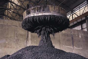 هل تحتاج لفرز الخردة المعدنية؟ المغانط الكهربائية في الخدمة. حقوق الصورة: Stockbyte/Getty Images