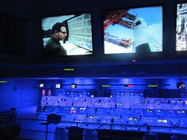 غرفة التحكم التي شهدت نجاح الإنسان الأوّل في الهبوط على سطح القمر