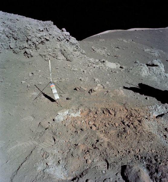 اكتشفت مهمة Apollo 17 تربة برتقالية غريبة على سطح القمر في عام 1972. حقوق الصورة( Apollo 17 Crew – NASA)