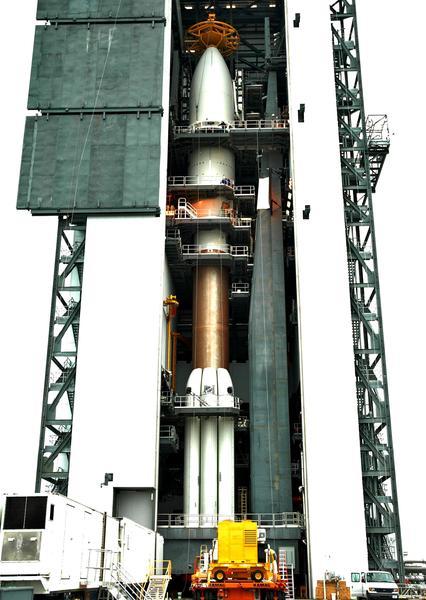 صورة مُلتقطة في 17 ديمسبر/كانون الأول 2005 للمركبة الفضائية نيو هورايزنز على متن الصاروخ أطلس