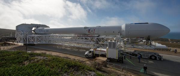 سيحمل صاروخ الفضاء فالكون 9 (X Falcon 9) التابع لمؤسسة سبيس إكس SpaceX لتكنولوجيا الفضاء، على متنه القمر الصناعي جيسون 3 (Jason-3) المخصص لمراقبة ودراسة المحيطات. هذا وقد تم نقل الصاروخ إلى منصة الإطلاق الشرقية رقم 4 في قاعدة فاندنبرج الجوية بولاية كاليفورنيا استعداداً لعملية الإطلاق التي ستجرى بتاريخ 17 يناير/كانون الثاني من سنة 2016.  المصدر: SpaceX