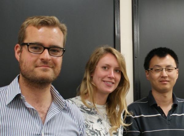 أعضاء الفريق التجريبي: جوناثان ماثيو، وريبيكا ويتاكار، وتشاي شو تشي. Centre for Quantum Photonics, University of Bristol