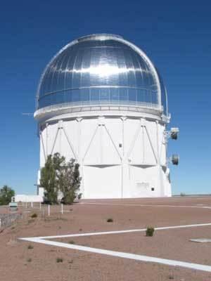 ستُحمل كاميرا دراسة الطّاقة المظلمة -DECam-على تلسكوب فيكتور إم. بلانكو Victor M. Blanco في مرصد سيرو تولولو الظاهر في الصورة. المصدر: David Walker