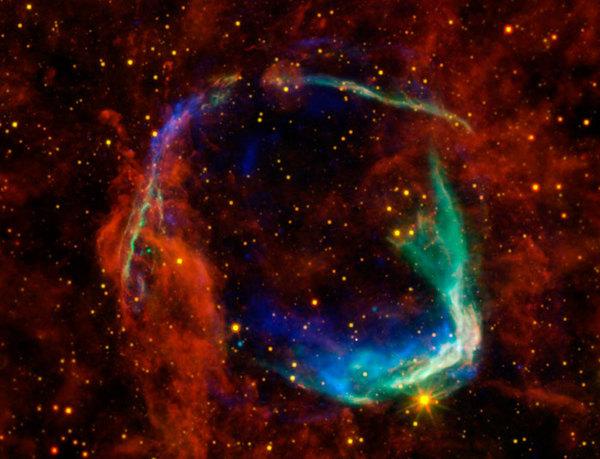 حقوق الصورة: الأشعة السينية: NASA/CXC/SAO & ESA الأشعة تحت الحمراء: NASA/JPL-Caltech/B. Williams (NCSU)