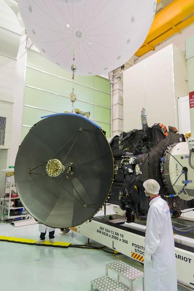 اختبار الإرسال لهوائي الكسب العالي المصدر: ESA - B. Bethge