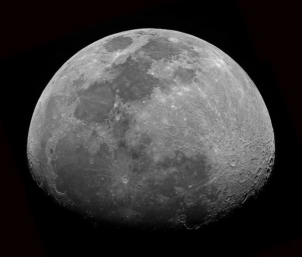 يظهر قمر أحدب متزايد في 12 أكتوبر/تشرين الأول ليكتمل في نهاية الأسبوع ليصبح بدراً. المصدر: John Brimacombe