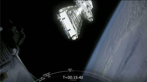 نشرت سبيس إكس 60 قمراً صناعيّاً من نوع ستارلينك للإنترنت في المدار بعد إطلاق صاروخ فالكون9 بنجاح من مركز كنيدي للفضاء التابع لوكالة NASA في مدينة كيب كانافيرال، في ولاية فلوريدا في 22 نيسان/أبريل 2020. (حقوق الصورة: SpaceX).