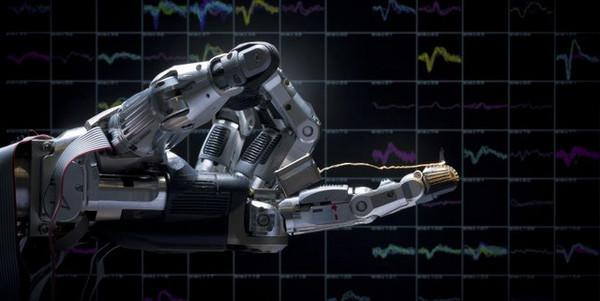 قام باحثون من (DPZ) بتحليل النشاط الدماغي للرئيسات –دون الإنسان- خلال تنفيذ حركات إمساك باليد. وتمكن الباحثون من استخدام المعلومات العصبية للتحكم بيد روبوتية كطرف صناعي للمشلولين.