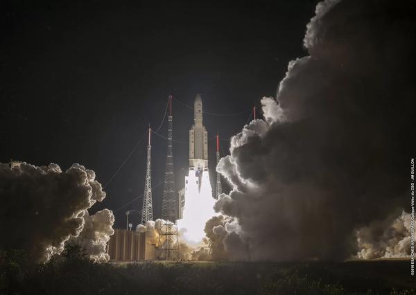 إطلاق الصاروخ Ariane 5 لمهمة BepiColombo الأوربية اليابانية نحو عطارد من قاعدة الإطلاق الأوربية في مركز غويانا الفضائي في Kouro، غويانا الفرنسية بتاريخ 19 أكتوبر/تشرين الأول 2018. حقوق الصورة: ESA-CNES-Arianespace