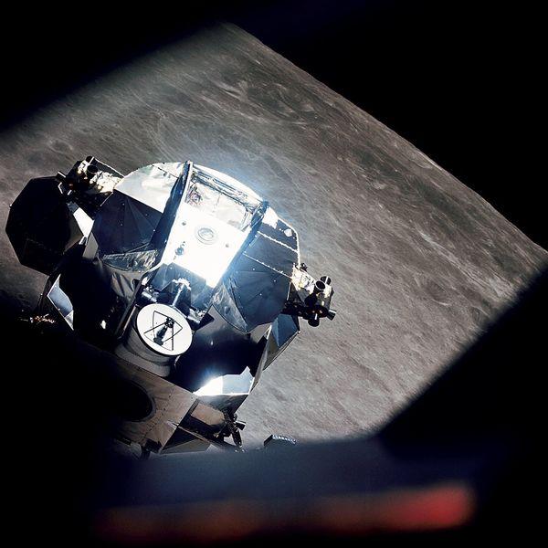 الوحدة القمرية حول القمر. حقوق الصورة: NASA