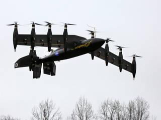 النموذج gl-10، وهي تحوم مثل طائرة الهليكوبتر