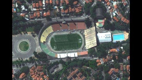 """ملعب """"باكايمبو"""" في مدينة ساو باولو في البرازيل أثناء تحويله إلى مستشفى."""