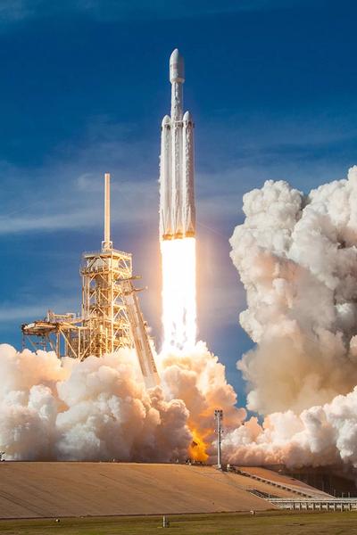 صورة لأطلاق صاروخ فالكون الثقيل. حقوق الصورة: SpaceX