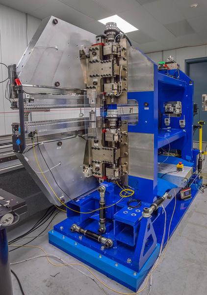 نرى في هذه الصورة قطعة من المموج المغناطيسي.  المصدر: Berkeley Lab
