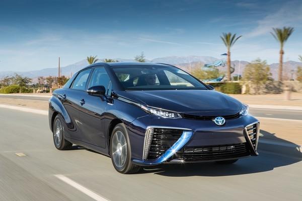 سيارة ميراي وهي سيارة تويوتا التي تعمل بخلية وقود الهيدروجين مصدر الصورة Toyota