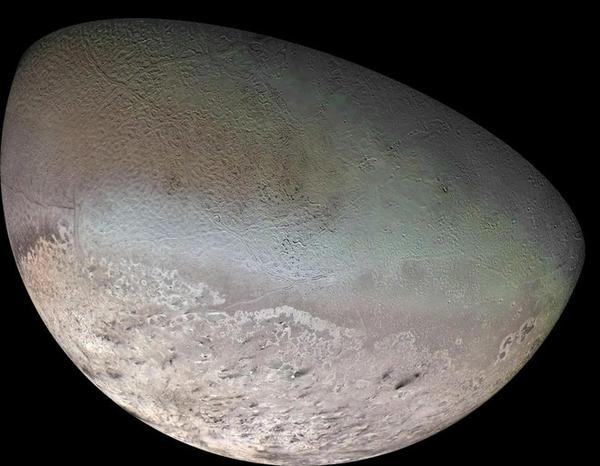 فسيفساء القمر تريتون (Triton)