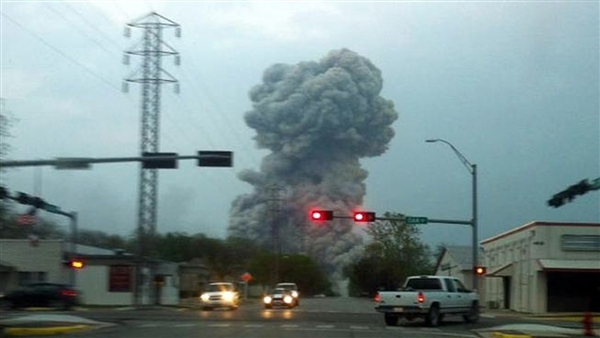 صورة لانفجار مصنع للأسمدة في بلدة ويست، تكساس، في 17 أبريل/نيسان 2013. أدى الانفجار إلى وفاة 15 شخصاً وإصابة المئات.