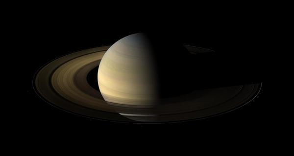 صورة لكوكب زحل التُقِطت بواسطة المركبة الفضائية كاسيني (Cassini spacecraft) التابعة لوكالة ناسا خلال فترة الاعتدال لعام 2009. توفر البيانات حول طريقة تبريد حلقات الكوكب أثناء هذه الفترة الزمنية معلوماتً حول طبيعة جسيماتها.