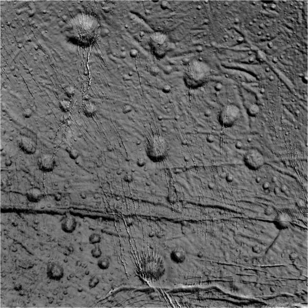 في هذه الصورة الخام التي وصلتنا من مركبة الفضاء كاسيني بتاريخ 14 أكتوبر/تشرين الأول 2015، تظهر الفوهات والصدوع على سطح إنسيلادوس على هيئة نقاط عديدة منتشرة في المنطقة الشمالية من القمر. حقوق الصورة: وكالة ناسا/مختبر الدفع النفاث – معهد كاليفورنيا للتكنولوجيا/معهد علوم الفضاء