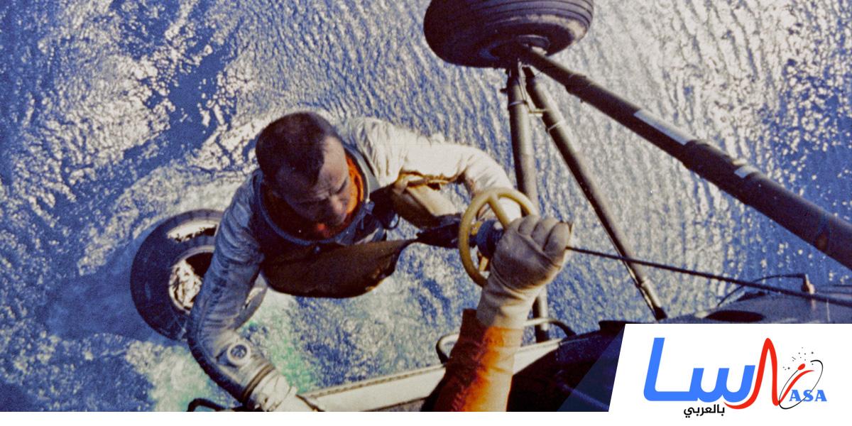 انطلاق أول مركبة فضائية مأهولة
