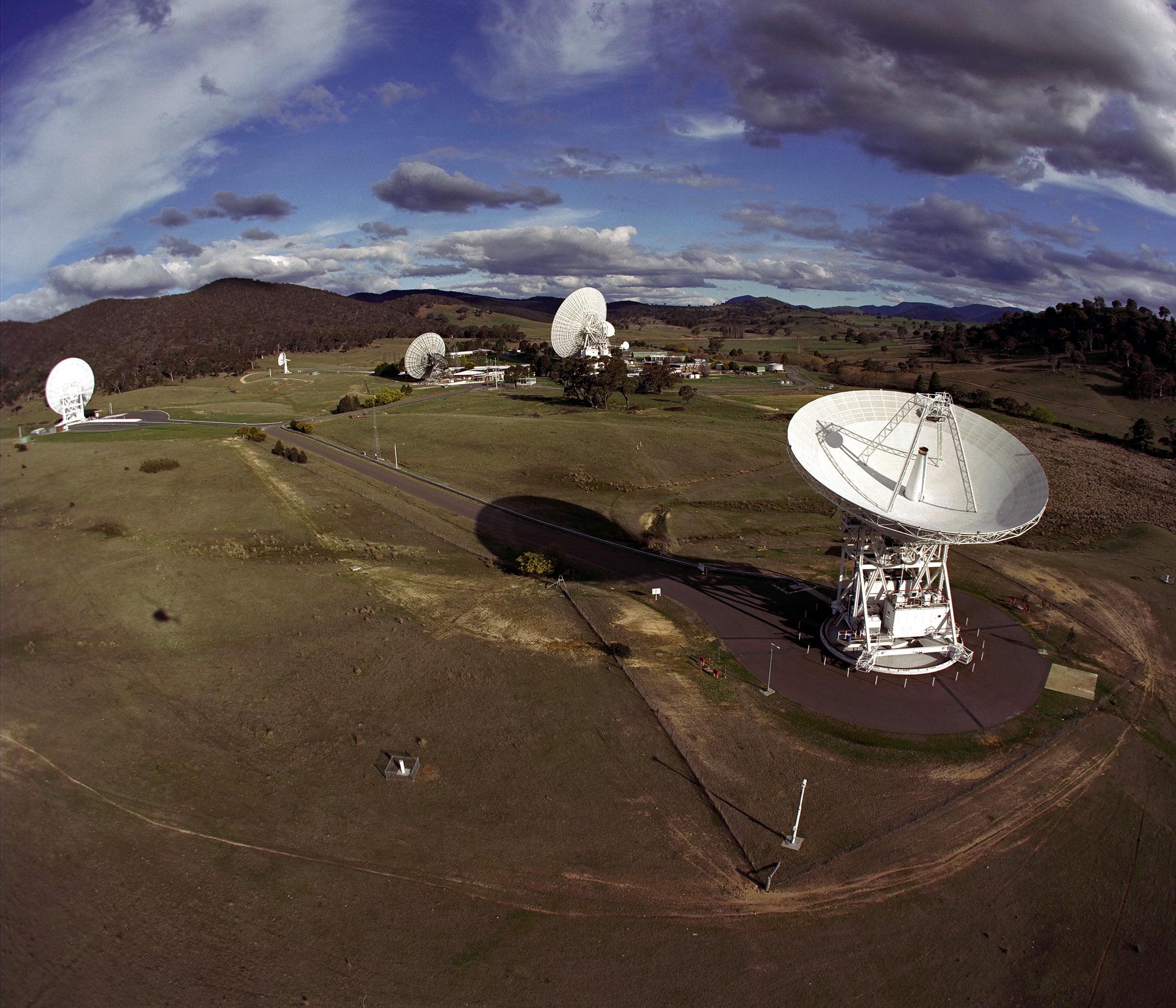 صورة لهوائيات شبكة الفضاء السحيق في كانبيرا باستراليا. حقوق الصورة: ناسا