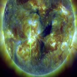 المرصد الديناميكي الشمسي يُوضح أدلة على تدفق إكليلي كتلي سريع ومتجه نحو الأرض